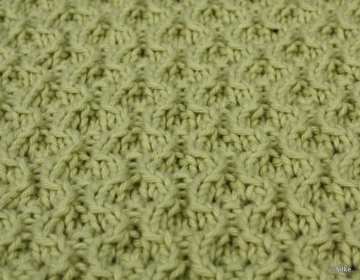 Hourglass Eyelets swatch photo
