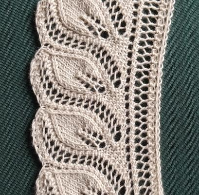 Overlapping Leaves Edging, scallop version swatch photo